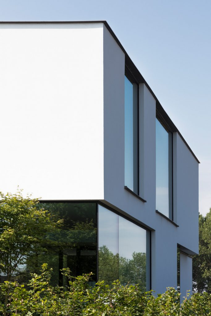 Moderne villa witte crepi minimal windows by Schucco