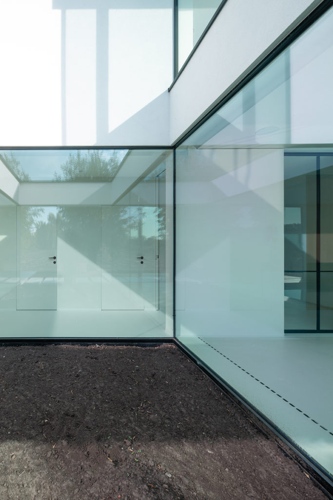 Aim architectuur by ABS Bouwteam_luxevilla_modern bouwen_patio_minimalwindows_EllenClaes_5